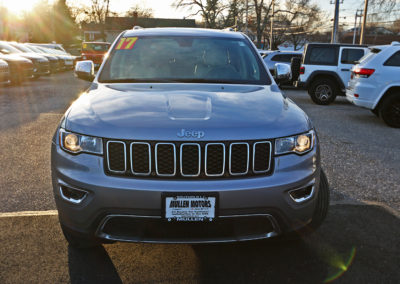 Front Exterior of Silver 2017 Grand Cherokee Limited