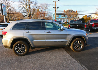 Passenger Side Exterior of Silver 2017 Grand Cherokee Limited